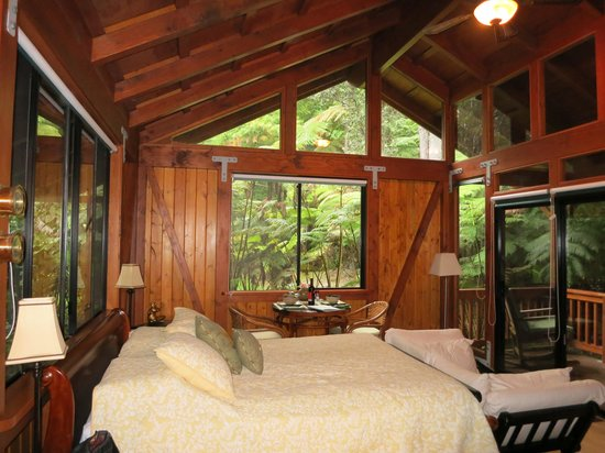 Volcano Village Lodge: Our Room