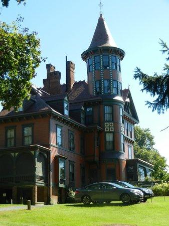 Wilderstein Historic Site : Queen Anne Country Villa