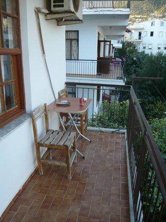 Meltem Pansion : Балкон