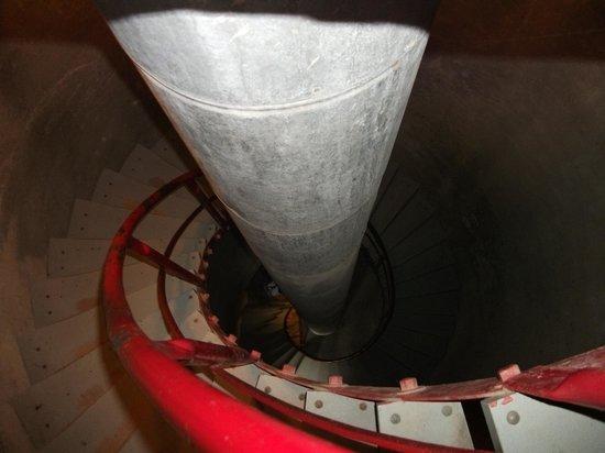 Site historique maritime de la Pointe-au-Pere : La descente du phare