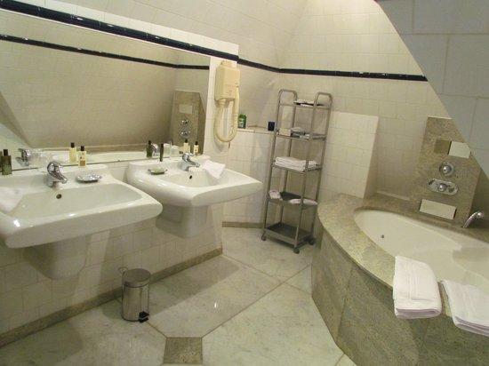 Ingouville, France: salle de bain chambre carmen