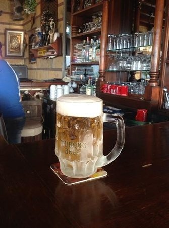Queen Boutique Hotel: Nice cold beer when you go to the bar