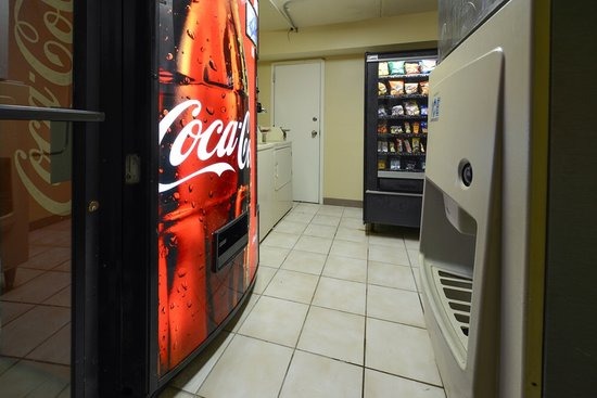 Super 8 by Wyndham North Little Rock/McCain: Vending,Ice Machine and Guest Laundry Room