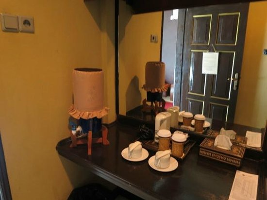 Tasik Ria Resort Manado : facility to make your own tea and coffee