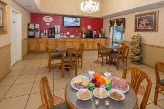 Super 8 by Wyndham North Little Rock/McCain: Breakfast Area