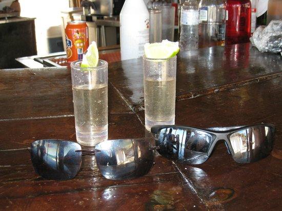 ซีเคร็ทส์โมราม่าบีช รีเวียร่า แคนกุน: Tequila Shots at the Tortuga Beach Bar