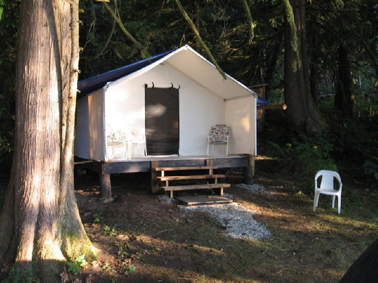 Tzoonie Wilderness Resort & Adventures: canvas cabin