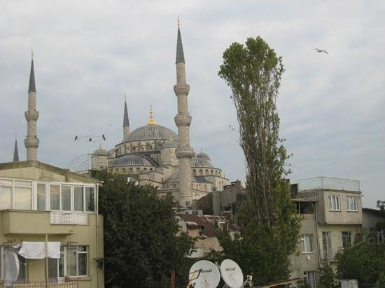 Dersaadet Hotel Istanbul: View of the Blue Mosque from the rooftop
