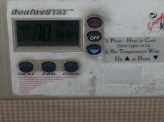 Sheraton Philadelphia University City Hotel: thermostat in the room