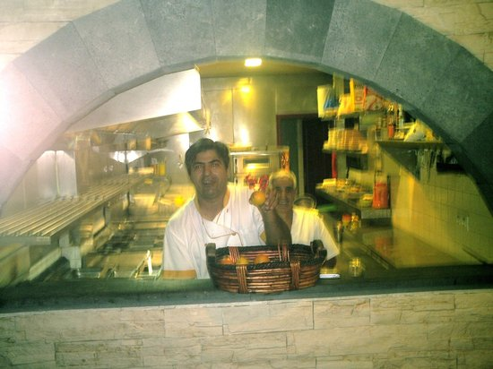 Restaurant Monaco: Big cook Little cook always up for a laugh