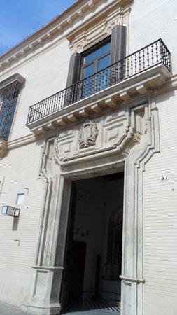 Hotel Palacio de Villapanes: porche ; façade hotel