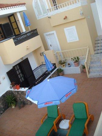 Apartamentos Juan Benitez: Courtyard