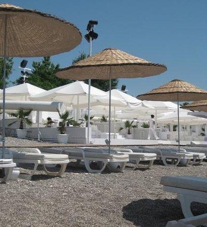 Hotel Su: Beach restaurant