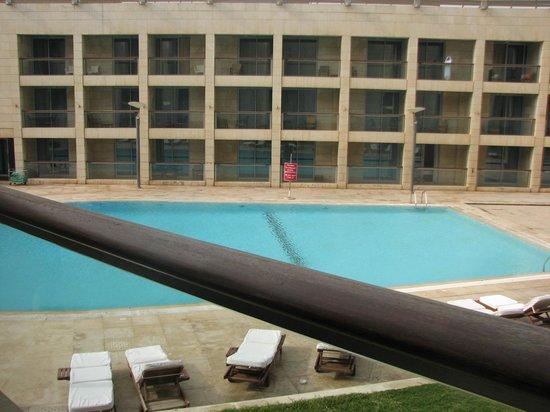 Coral Beach Hotel & Resort: pool