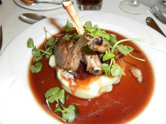 Haley's Hotel and Restaurant: Wedding day main course rack of lamb. Perfectly cooked!