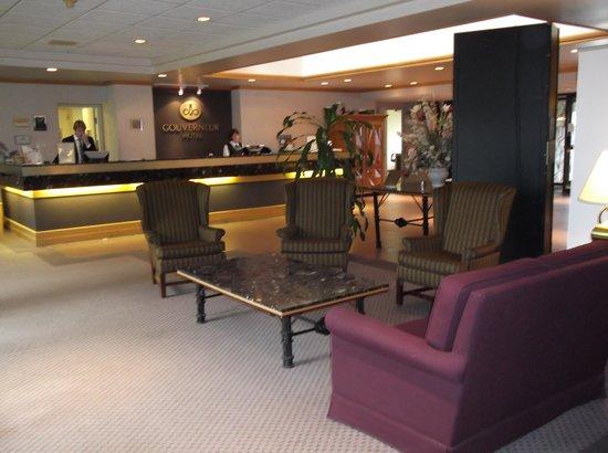 Hotel Gouverneur Rimouski : Réception de l'hôtel
