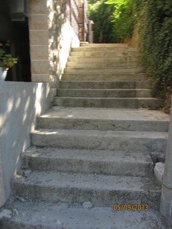 Apartments Bella di Mare: escalera de entrada