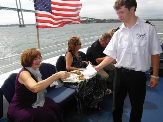 Newport Majestic Cruises: Appetizers on the Majestic