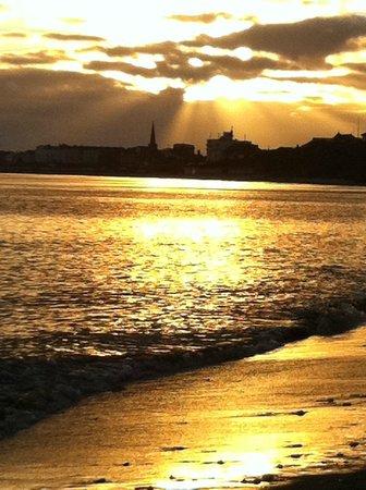 The Villa Bridlington : Sunsetting from North Beach