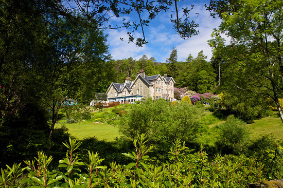 The Restaurant at Duisdale House Hotel: Gardens and woodland