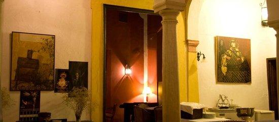Casa Puerta de Cordoba: Entrada Salón del Bar