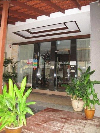 Hotel 193: Hotel Entrance