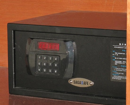 Hotel 193: Safe deposit box