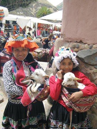 South Adventure Peru Tours: Local children in Pisac
