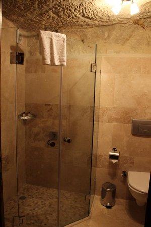 Cappadocia Castle Cave Hotel: la salle de bain
