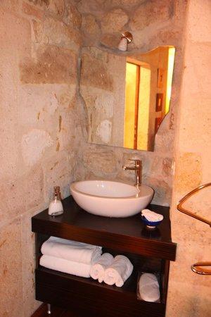 Cappadocia Castle Cave Hotel: évier dans la chambre