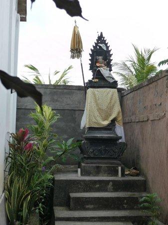 Bisma Sari Resort: Templo del hotel