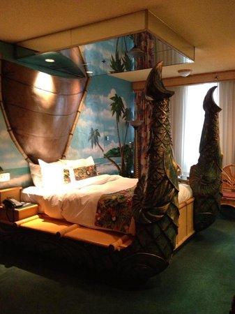 Fantasyland Hotel & Resort: Polynesian room