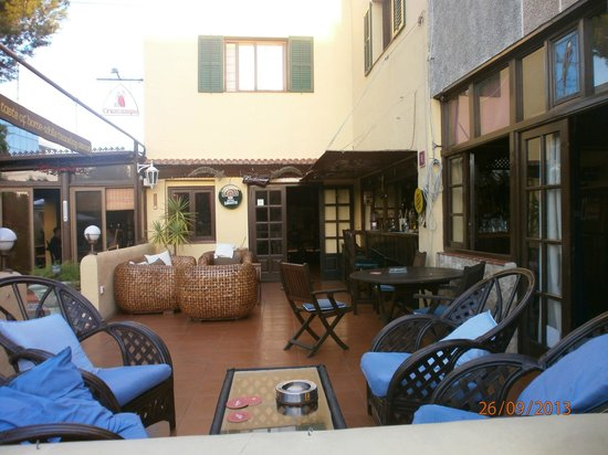 The Old Smugglers Inn: patio to bar