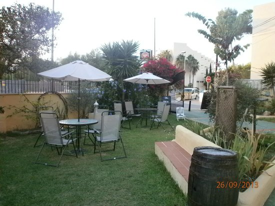 The Old Smugglers Inn: gardens
