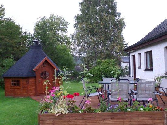 Corrie Liath B & B: the garden and barbecue hut