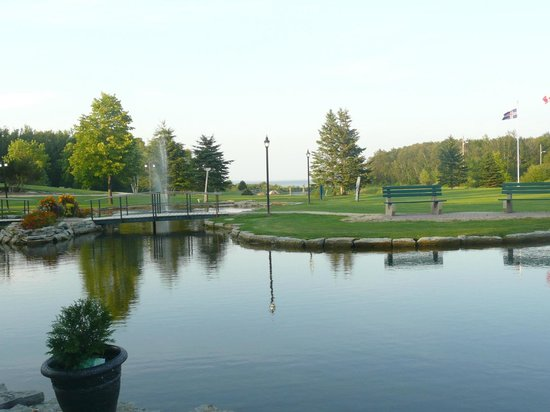 Lakeview Hecla Resort: Pond