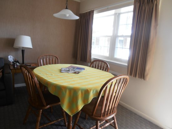 Victorian Motel: comedor