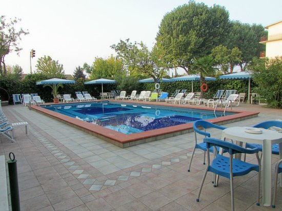 Hotel D'annunzio: Swimming pool