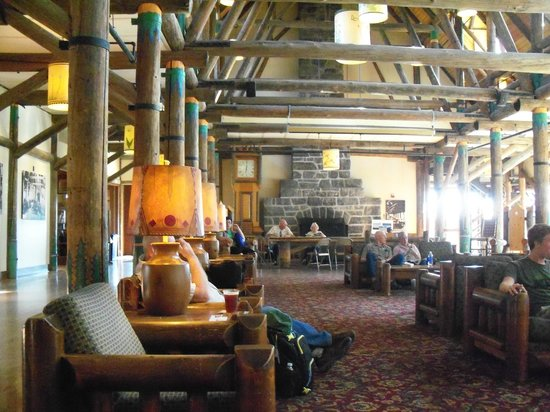 Paradise Inn at Mount Rainier: Paradise Inn lobby