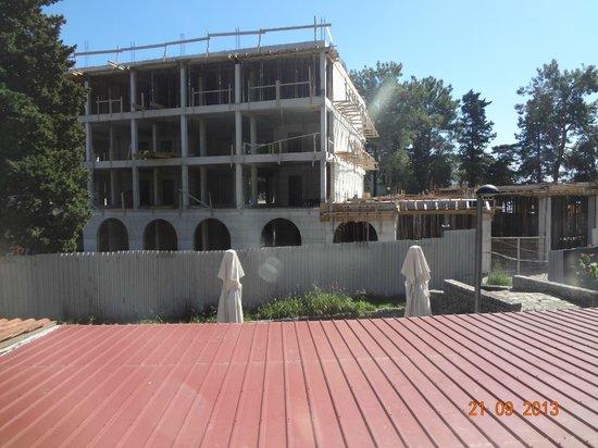 Hotel  OAZA : стройка рядом