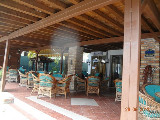 Hotel  OAZA: зона завтрака