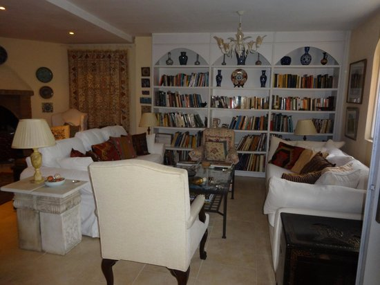 The Muses House Boutique Hotel : The sitting room - lots of books to while away the time