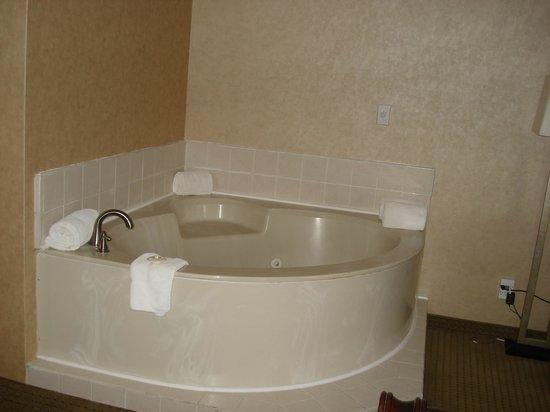 George Dawson Inn: Jaccuzzi tub