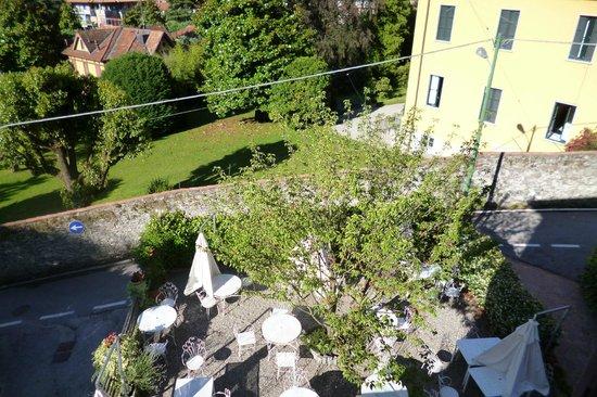 Albergo Trattoria La Vignetta: Een zonovergoten tuin