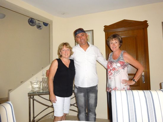 The Muses House Boutique Hotel : Saying goodbye to Geoki, one of the staff