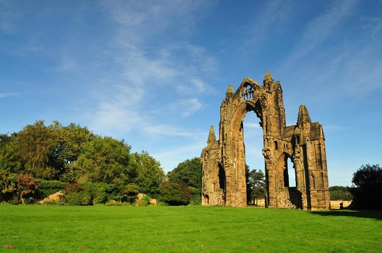 Guisborough Priory: Guisburgh Priory