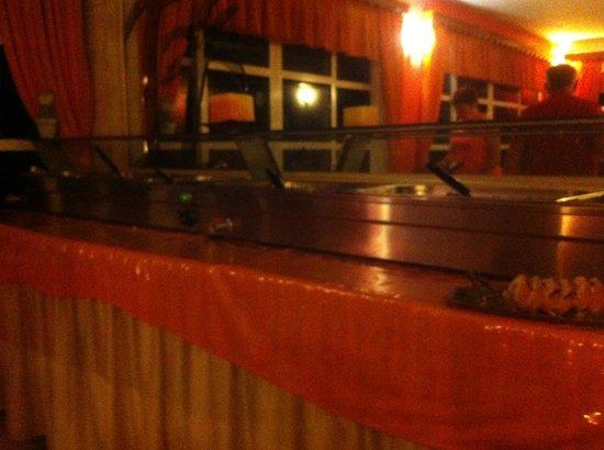 Nirvana Beach Hotel : pas de lumière le soir pour manger
