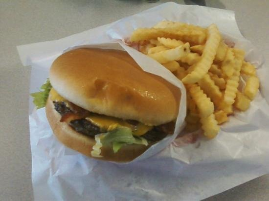 Boomer's Lakeside Grill: Awesome is all I can say!