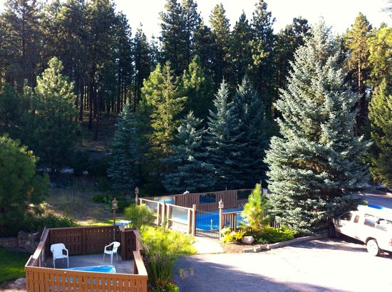 Alpine Rivers Inn: The water features - pool and hot tub.