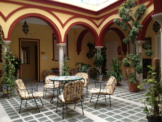 Hostal Sierpes: chiostro centrale